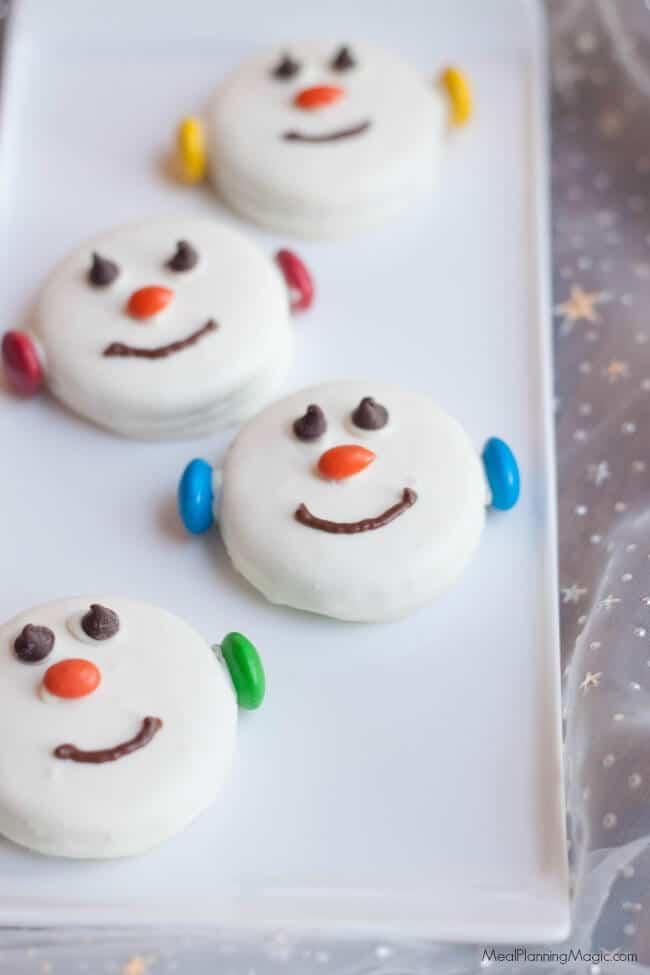 These Easy Snowman Oreo Cookies are so festive, delicious and great for kids to help make too. A perfect no bake treat option and only a few ingredients, they come together quickly too.