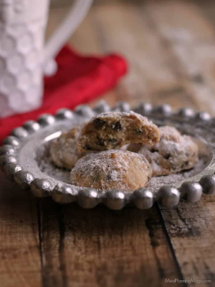 A deliciously light little cookie with the unique flavor combination of cinnamon and chocolate, these Cinnamon Chocolate Chip Butterballs Cookies are a delicious addition to any cookie tray! | Recipe at MealPlanningMagic.com