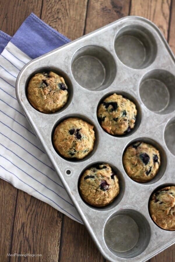 Simple Blueberry Oatmeal Muffins | MealPlanningMagic.com