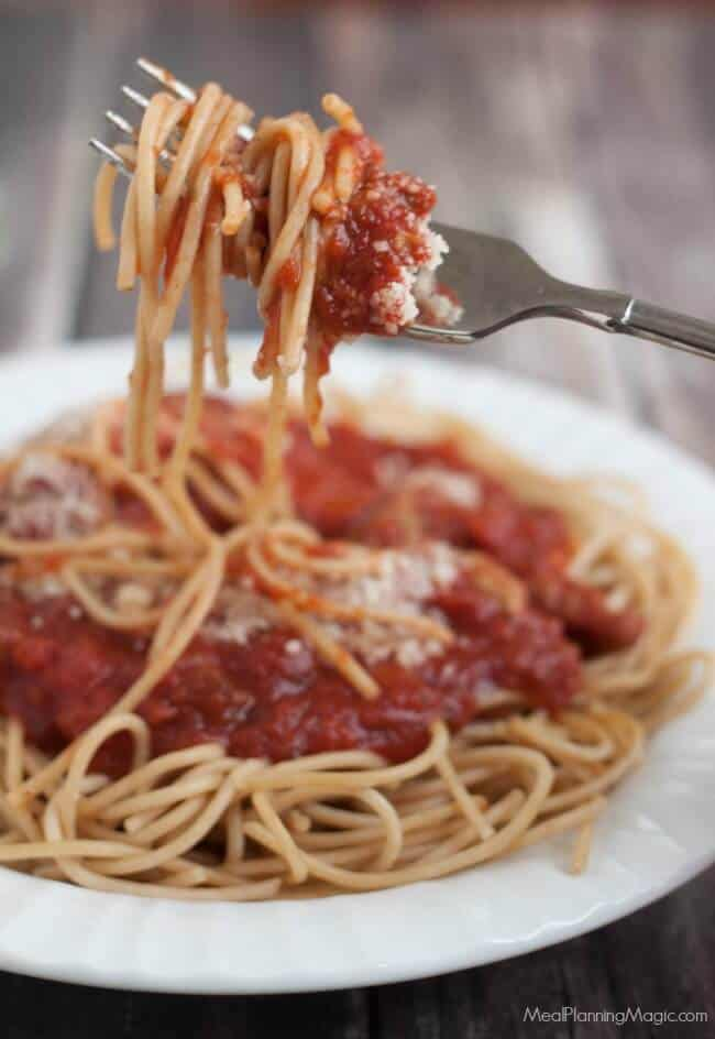slowcooker-sauce-sauce-and-pasta-pasta-on-fork-resized