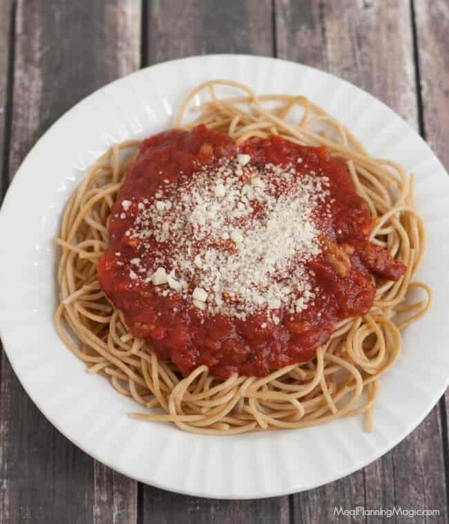 slowcooker-sauce-sauce-and-pasta-top-view-with-cheese-resized