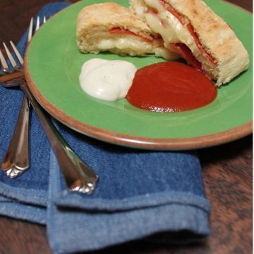 Pizza roll bread is an easy weeknight dinner recipe, made using a Chef Boyardee pizza kit. This pizza bread recipe makes a kid-friendly meal that the whole family will love.