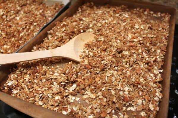 Simple Homemade Granola Recipe | MealPlannigMagic.com