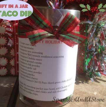 Taco dip mix is a quick and easy mason jar food gift idea for the holidays. This DIY food gift has all of the dry ingredients needed to create delicious, homemade taco dip, right inside of a festive, decorated mason jar! Includes a printed recipe card for the gift recipient, too.