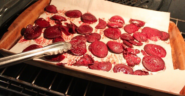 Making baked beet chips
