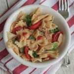 This One Pot BLT Pasta has only six ingredients and is SO yummy. You'll love this twist on an old classic flavor combination. | Find the recipe at MealPlanningMagic.com