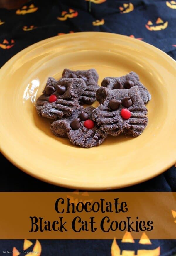 Simple Chocolate Black Cat Cookies | #halloween | from MealPlanningMagic.com