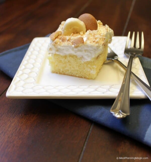 Banana Pudding Poke Cake | MealPlanningMagic.com | #blogflimfood
