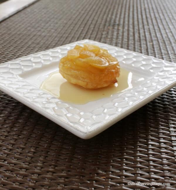 Mini Apple Tart Tartin   #BlogFilmFood - Creating our own little dinner and flick pariring for a fun theme meal!   MealPlanningMagic.com