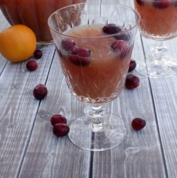 Cranberry Citrus Tea is great for the holidays and parties   12 Weeks Christmas Treats   Recipe on MealPlanningMagic.com