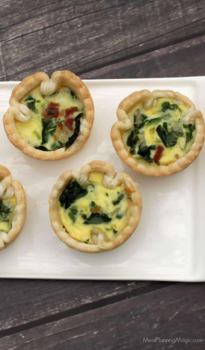 These Make Ahead Bacon, Spinach and Swiss Mini Quiches are SO easy and perfect for breakfast, lunch or snacks. Or even dinner--really! Add a salad and you're good to go. | Recipe at MealPlanningMagic.com