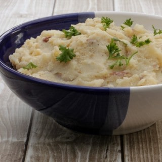 Simple Slowcooker Mashed Potatoes | #FestiveFlavors | Recipe at MealPlanningMagic.com