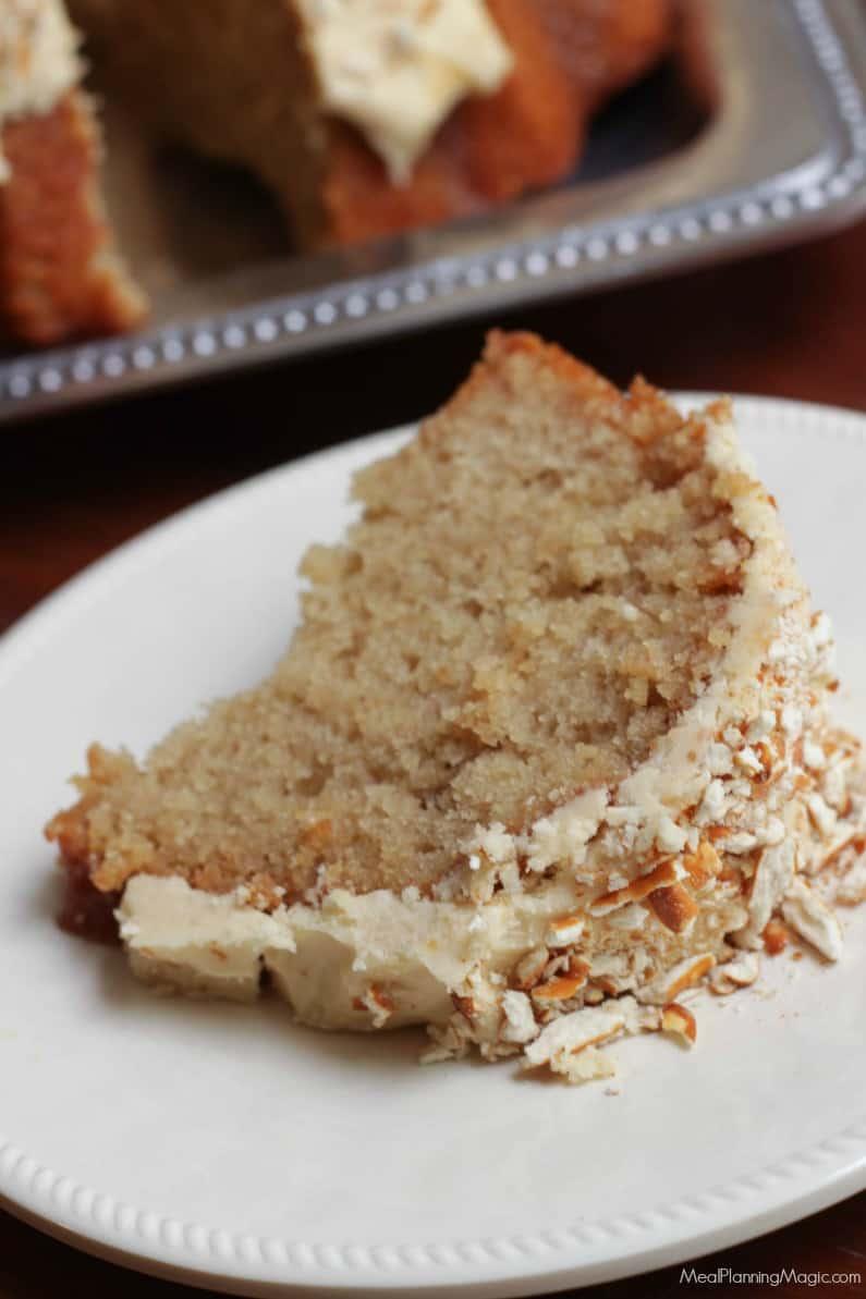 Peanut Butter Pretzel Cake-slice1-mealplanningmagic