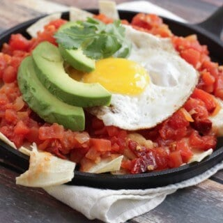 These Simple Skillet Chilaquiles only take about 15 minutes to make and they are so full of flavor! The chipotle pepper gives it a little kick too! | Recipe at MealPlanningMagic.com